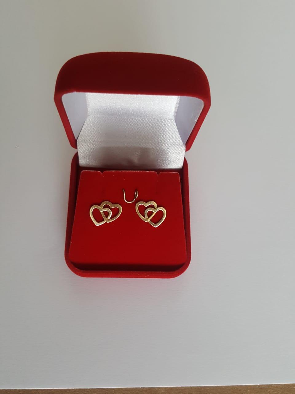 Brinco Coração Duplo Vazado em Ouro 18k 750