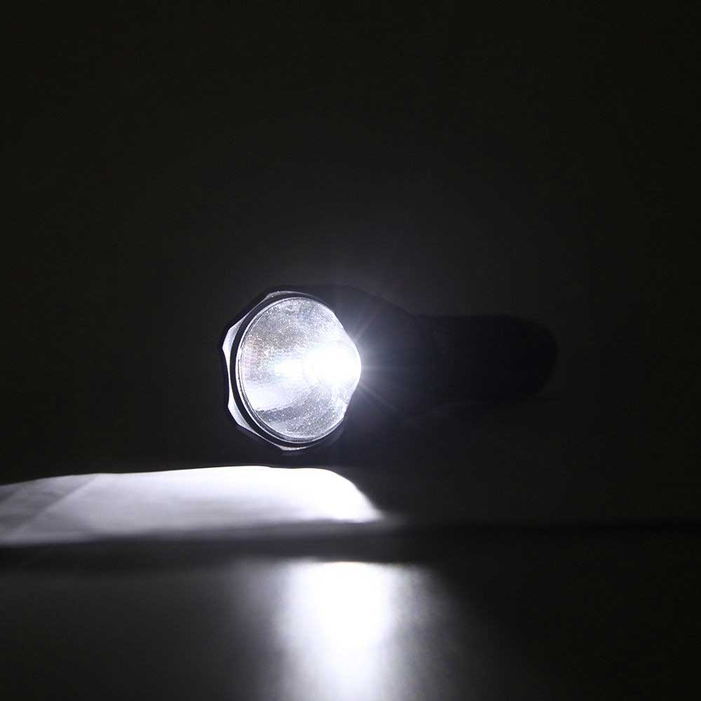 Lanterna de Mão Recarregável Bivolt 50 Lumens Led Camping Duralight Preta