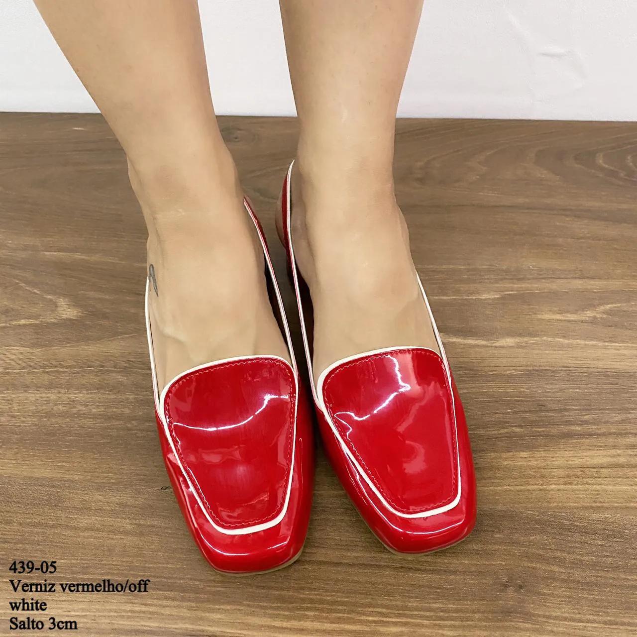 Chanel Bico Quadrado Verniz Vermelho Off White | D-439-05