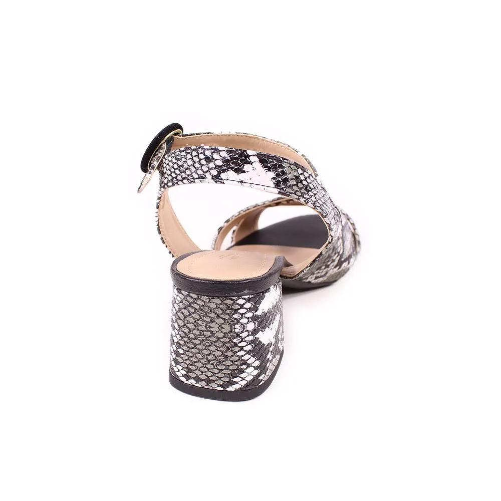 Sandália (cobra clara 800-367)
