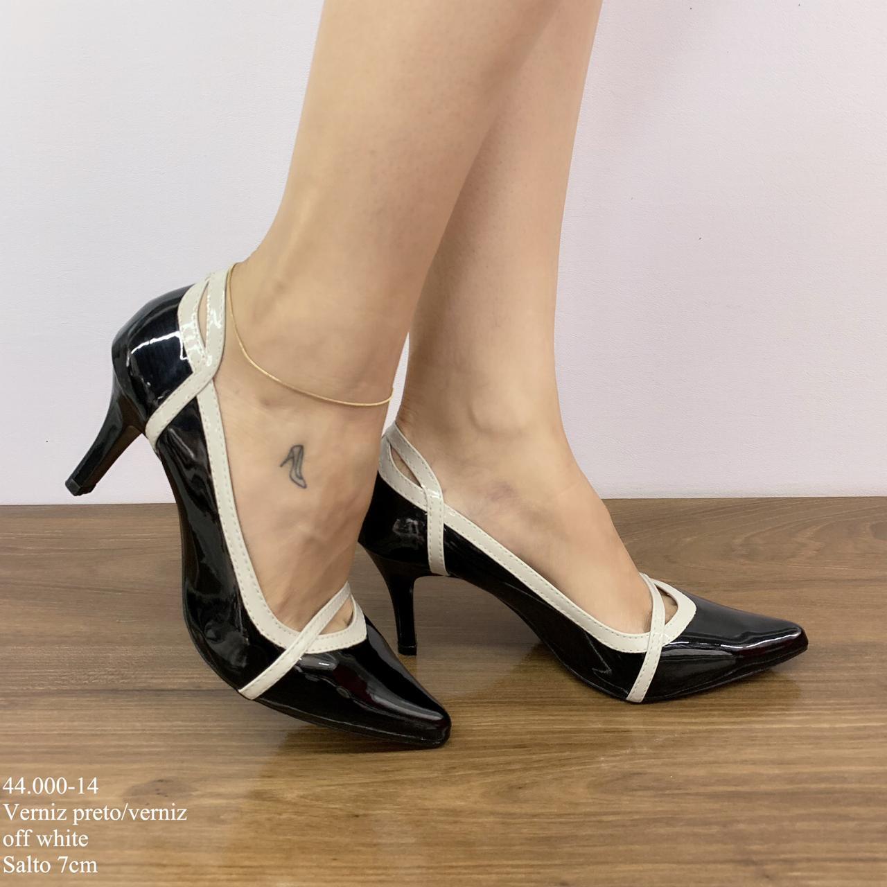 c7372f79af Scarpin Salto Médio Preto e Branco   Calçados Diferente