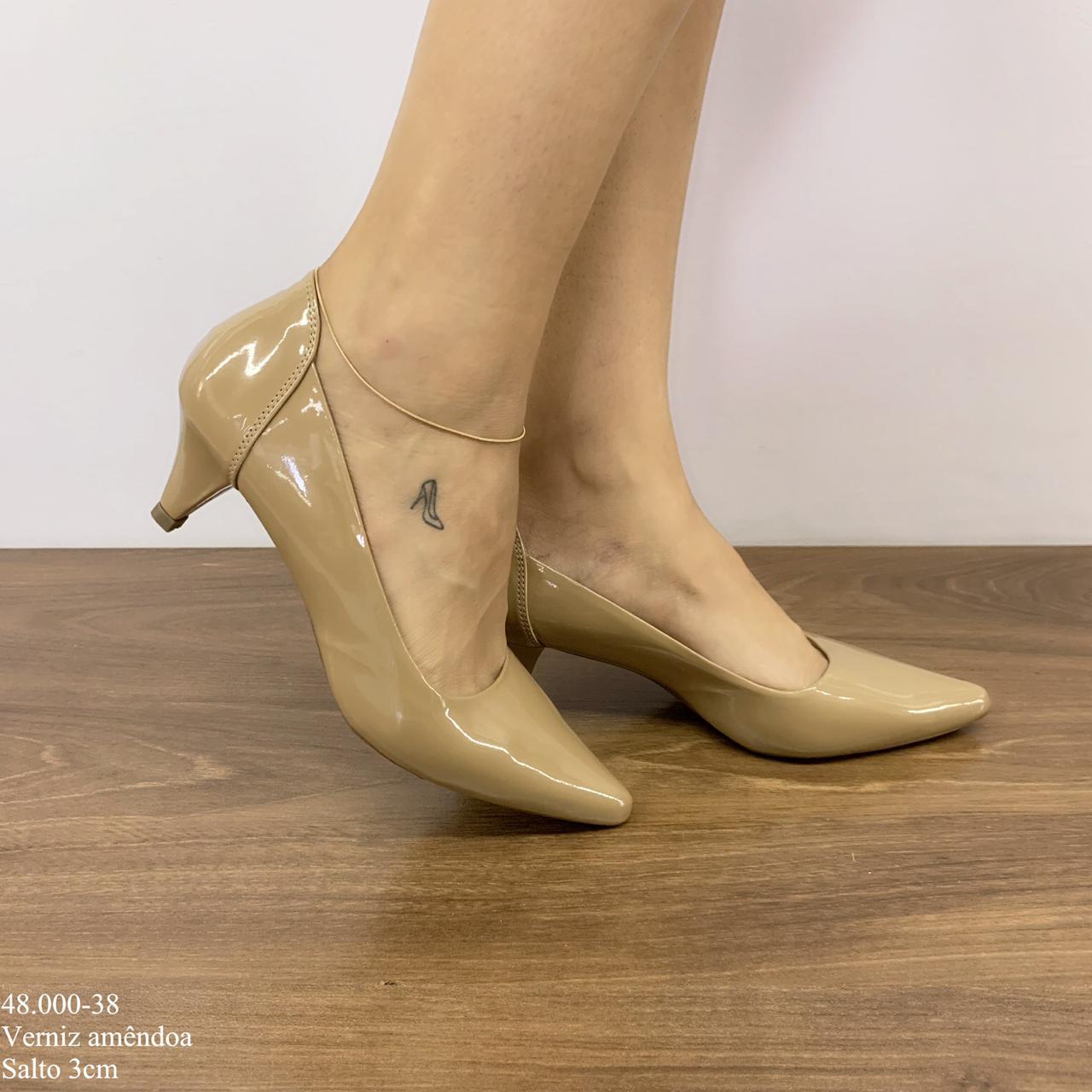 Sapato Scarpin amendoa verniz | D-48.000-38