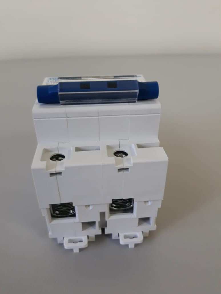 Disjuntor DC/CC 100A/600V Bipolar P/ Painéis Solar / Baterias