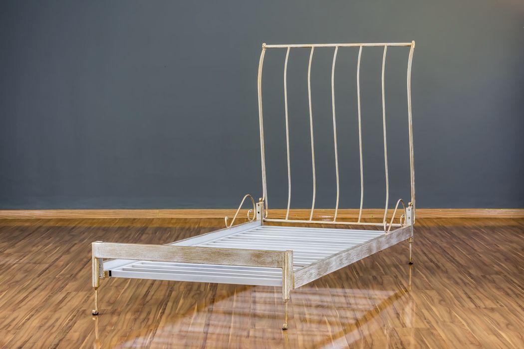 Cama de Ferro Forjado Mar Solteiro Branca com Patina de Ouro Envelhecido