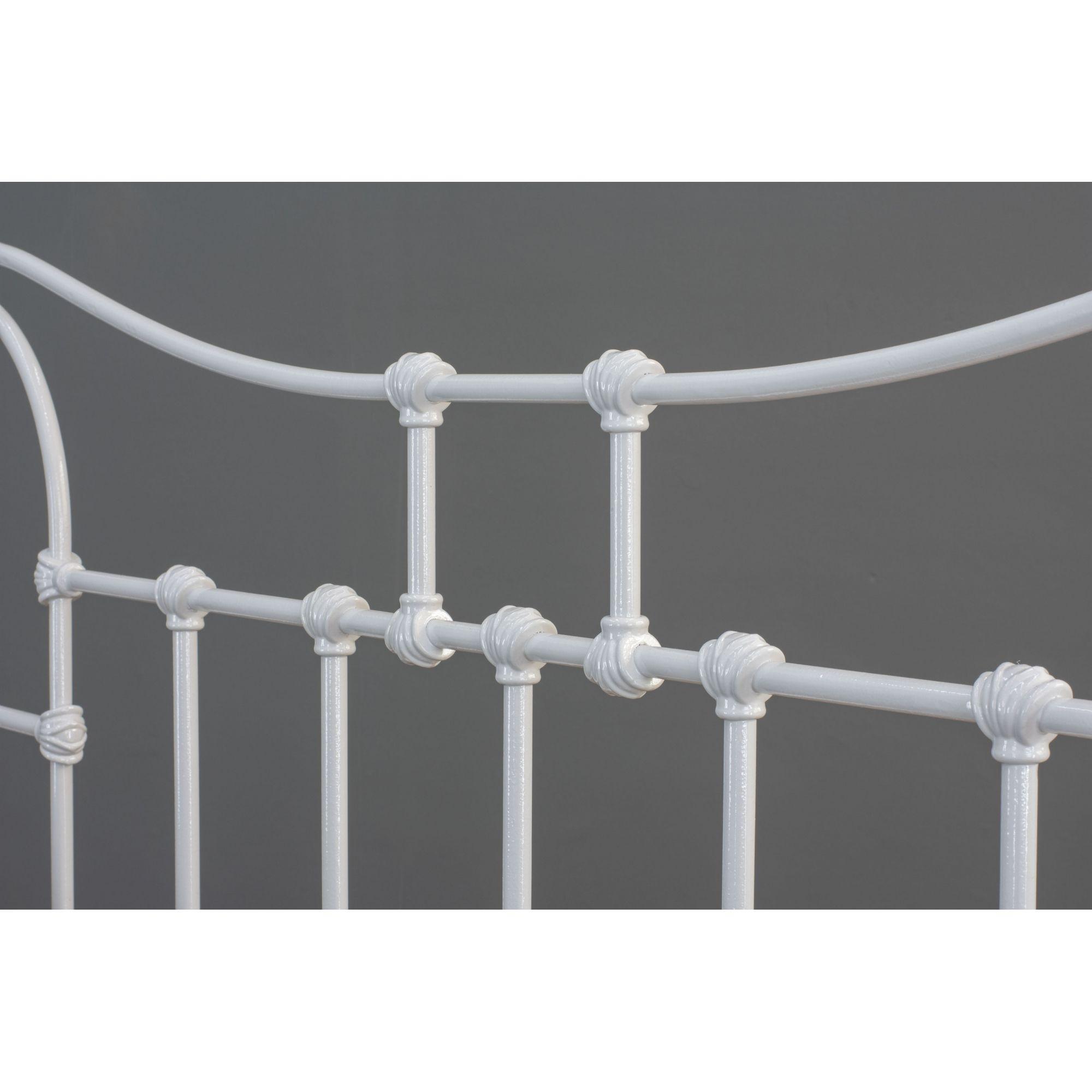 Cama de Ferro Francesa - Sem desenho da peseira - Casal Comum Branca