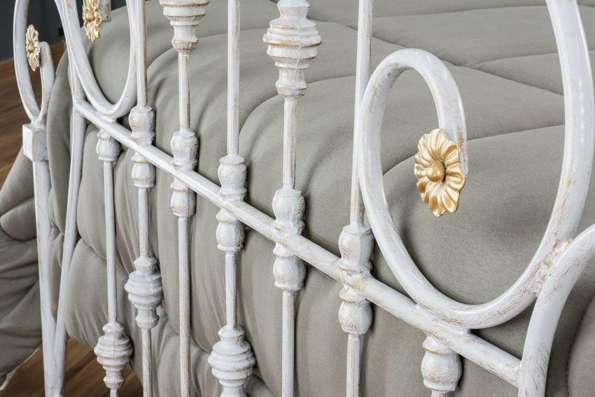Cama de ferro Viúva Amor Branca c/ Patina de Ouro