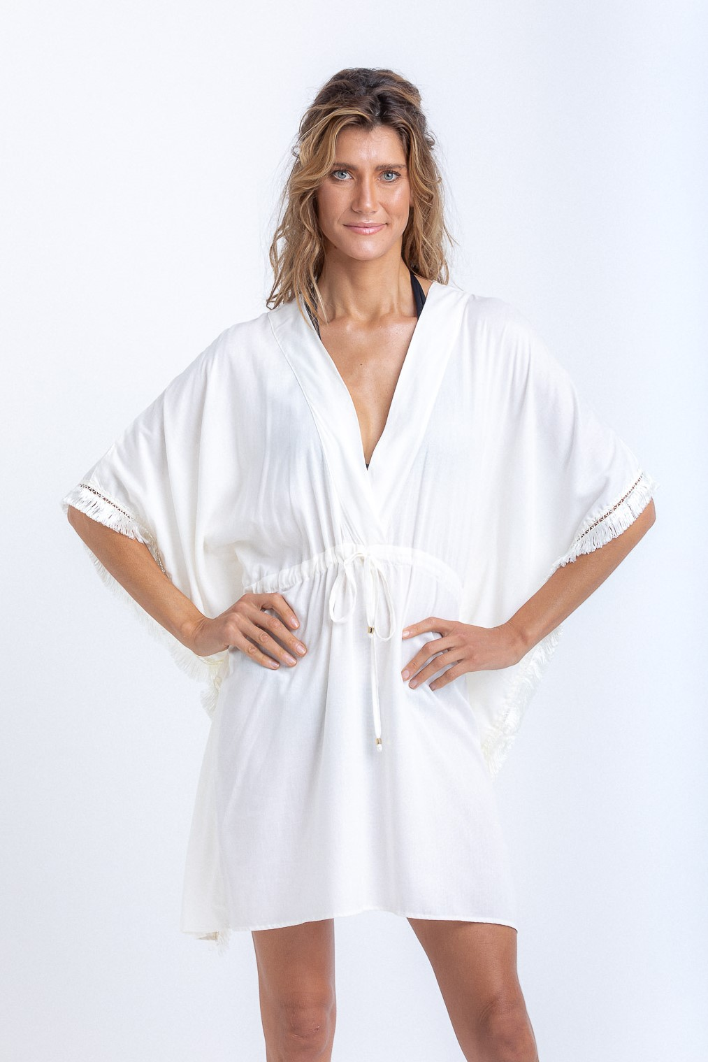 Kimono Beatriz Curto com Franjas Off White