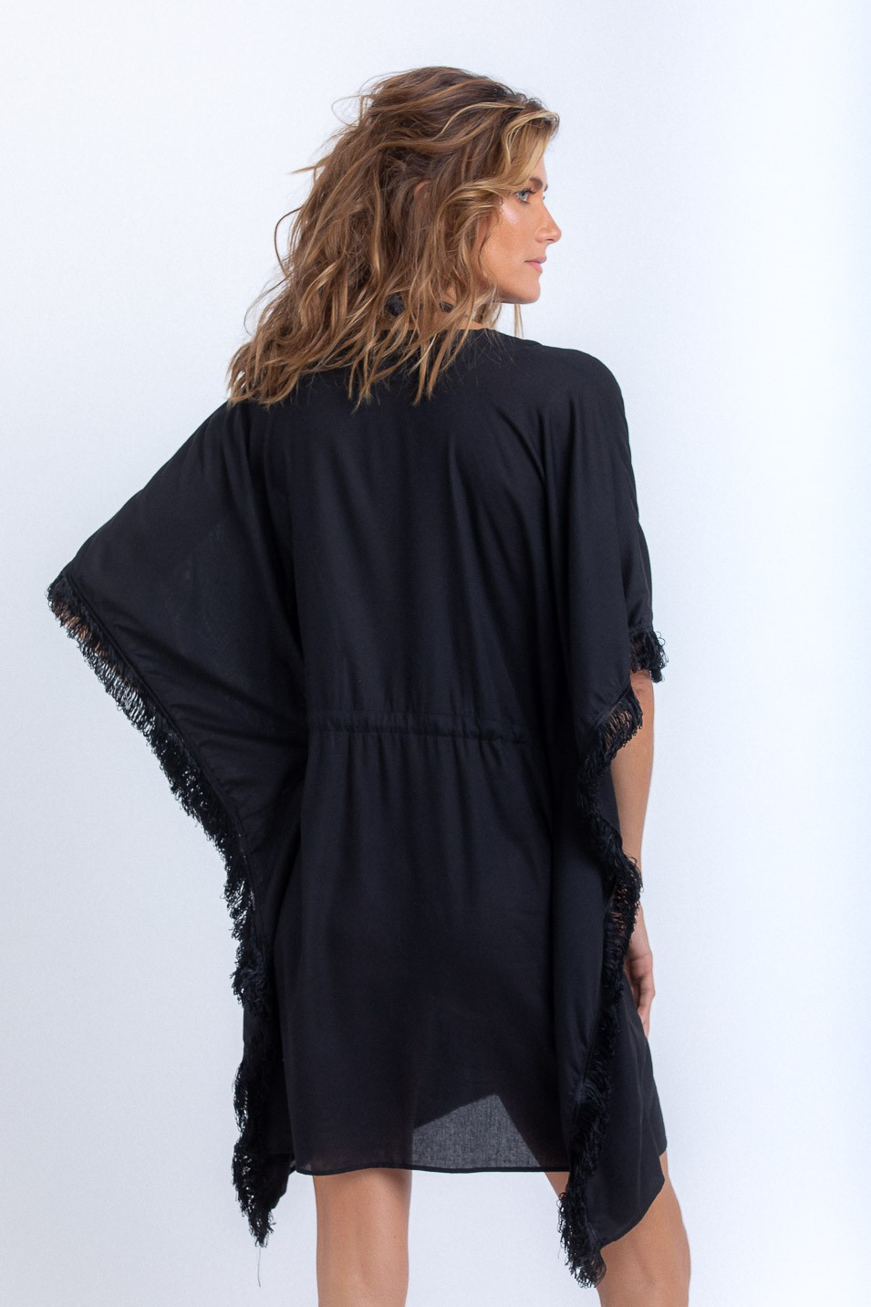 Kimono Beatriz Curto com Franjas Preto