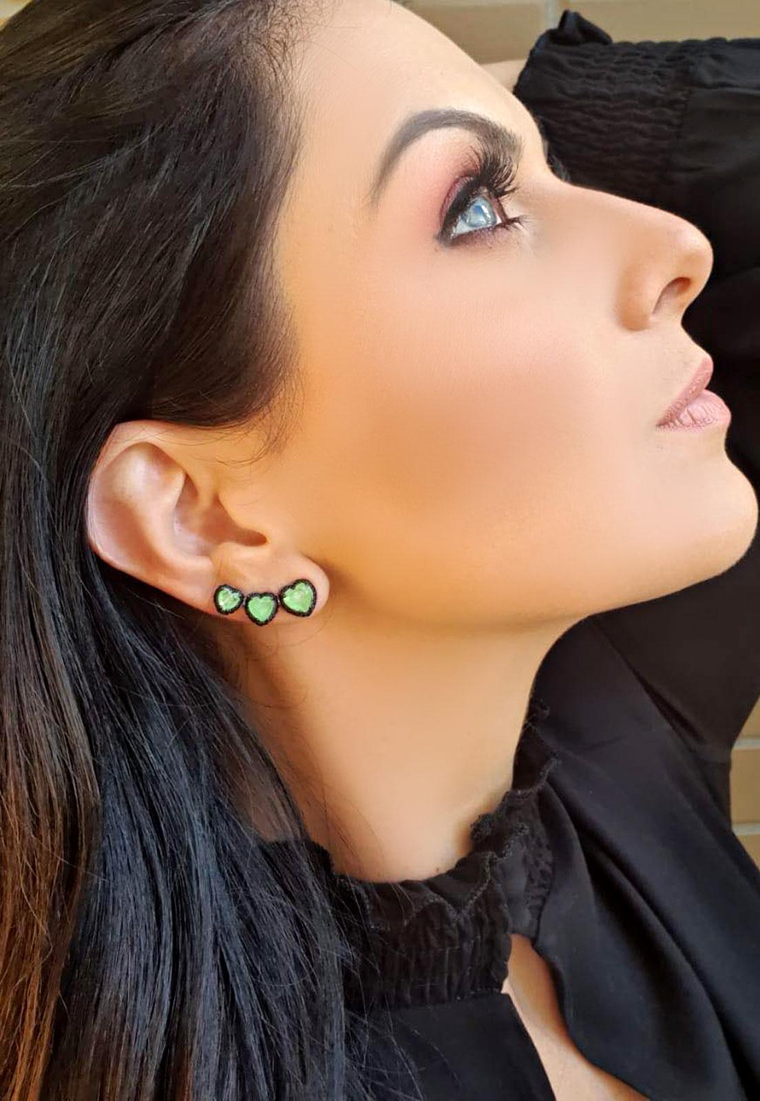 BRINCO EAR CUFF CORAÇÃO VERDE GREEN GLOW FUSION COM ZIRCÔNIAS NEGRAS