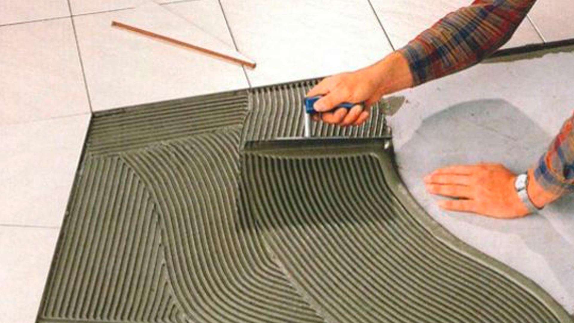 Desempenadeira de Aço Dentada P/ Pastilha 12 x 26 cm - CORTAG