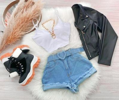 Shorts Feminino Jeans com Cinto de Coração