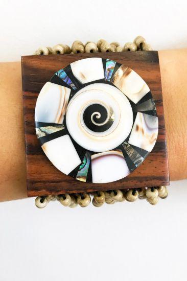 Bracelete De Miçangas Marfim E Madeira Com Detalhes Em Madrepérola
