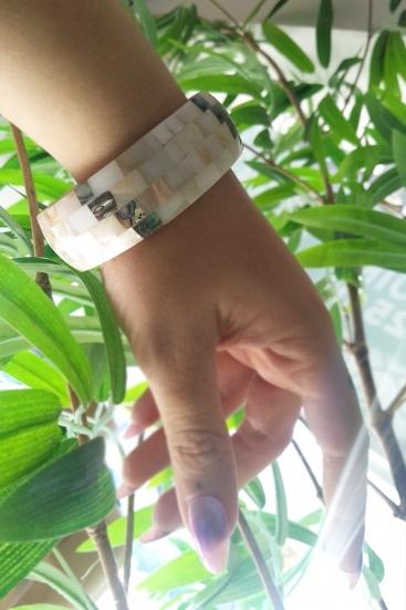 Bracelete Fino De Madrepérola Quadriculado