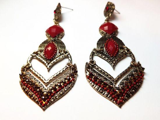 Brinco Indiano Pintado Em Ouro Velho Com Pedrarias  De Acrílico E Stass Vermelho