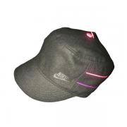 Boné feminino Nike SB modelo fechado tipo cap militar 393759