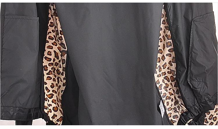 Jaqueta Corta Vento adidas Originals Com Capuz Estampada