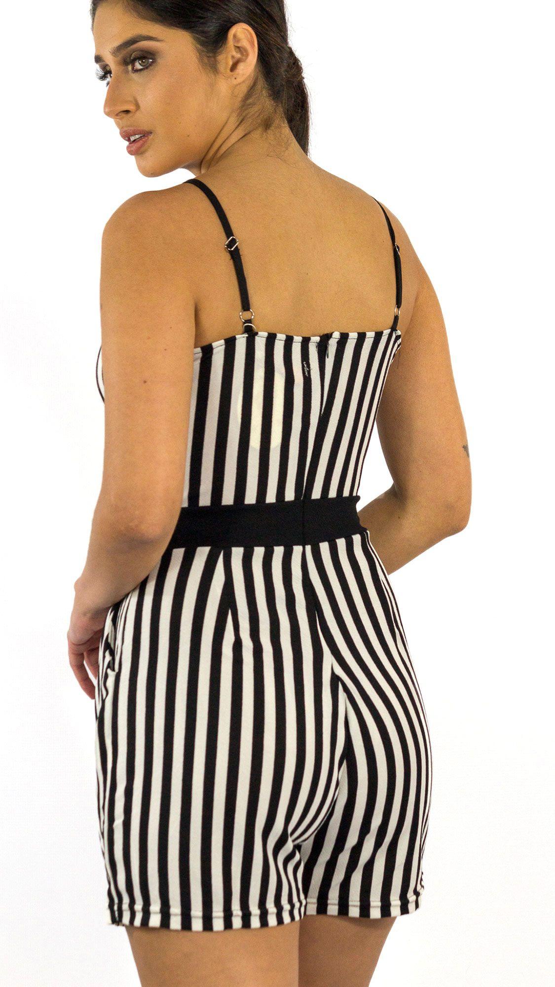 9415e58ae NotoriaStore: Moda Feminina Florianópolis - Online Macacão curto de ...