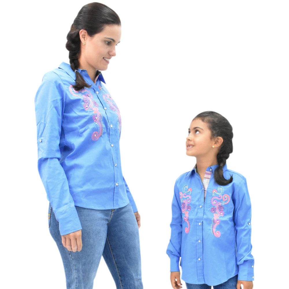 Camisa Feminina Mãe e Filha Lisa Azul com Bordado Manga Longa