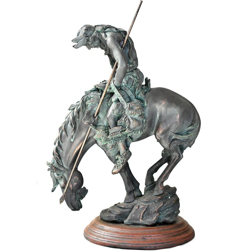 Estátua Indio em Seu Cavalo Selvagem