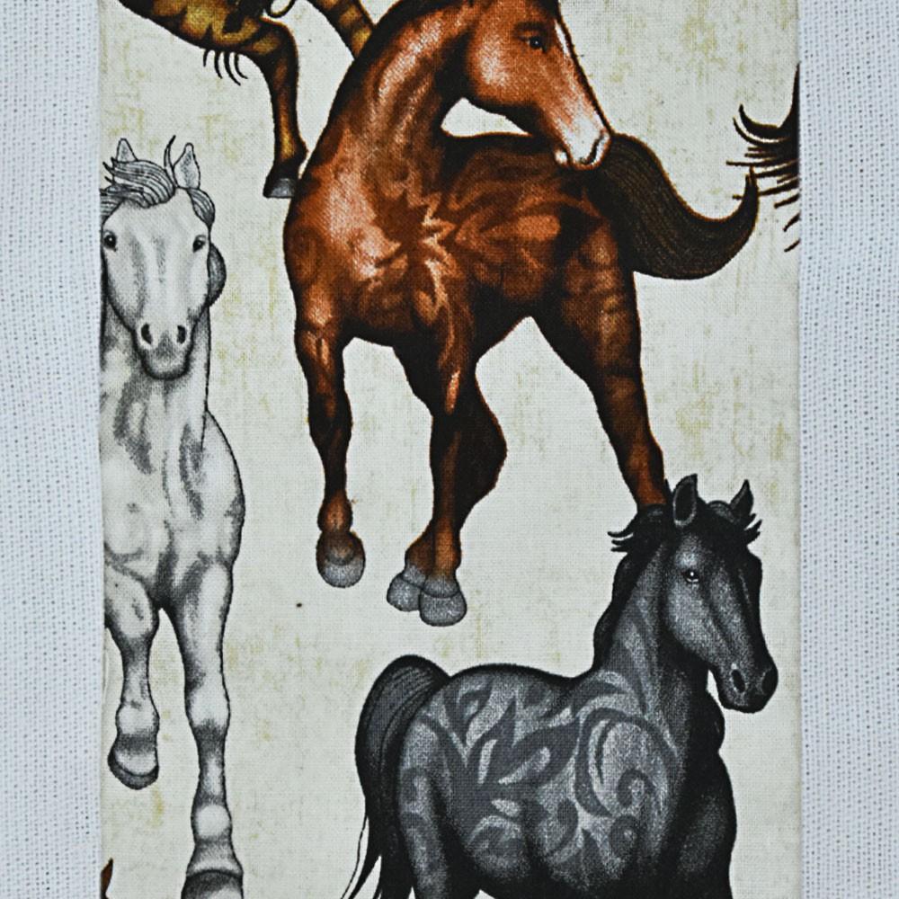 Puxa Saco Branco Estampa Vertical Bege com Cavalos