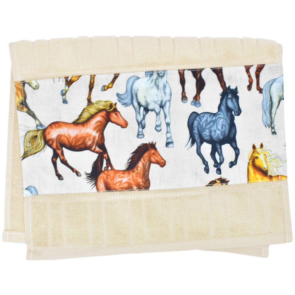 Toalha de Mão Bege com Estampa de Cavalos Pampa Alasão