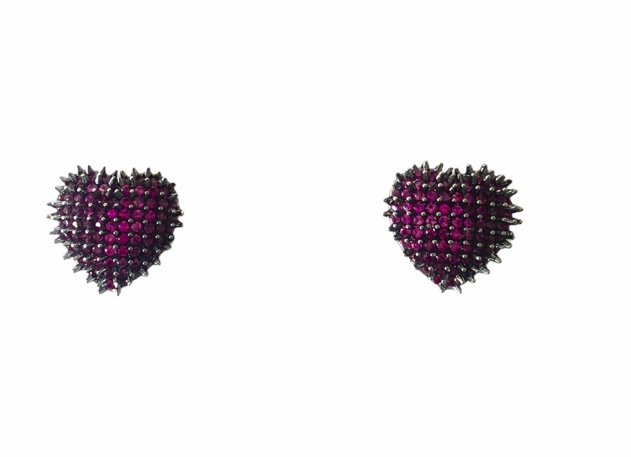 Brinco Coração Cravejado Zircônias Rosas Banho em Ródio Negro