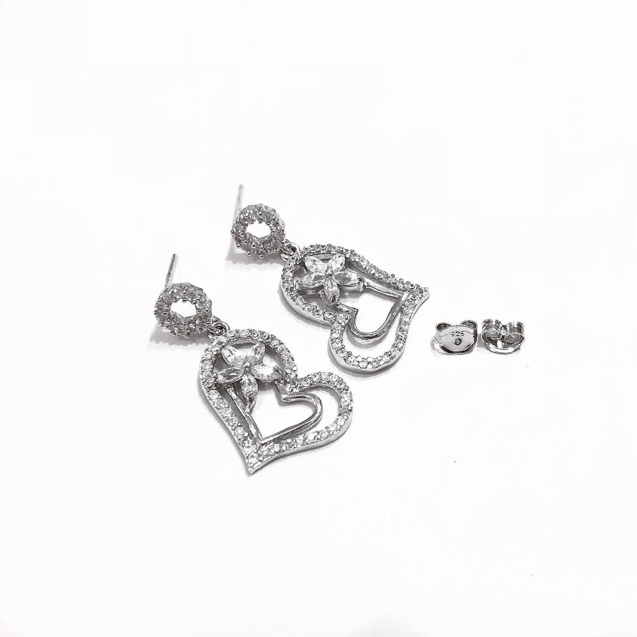 Brinco Coração Em Prata 925 Cravejado com  Zircônias Branca