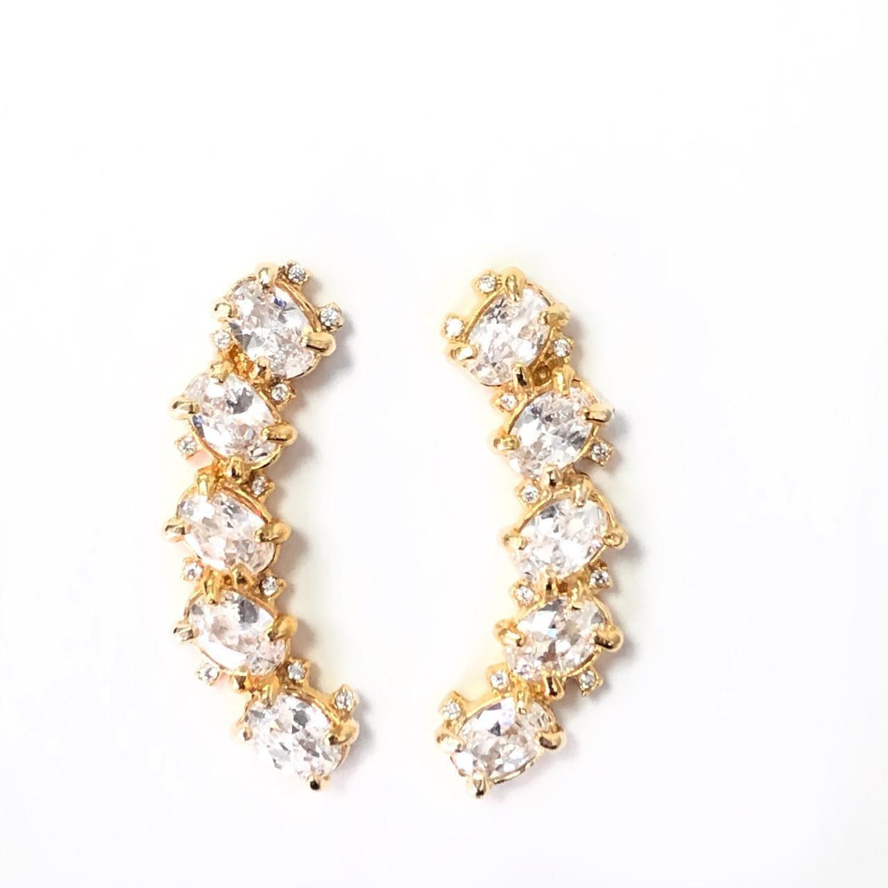 Brinco Ear Cuff Zircônia Branca Oval Cravejada Banho Em Ouro 18k