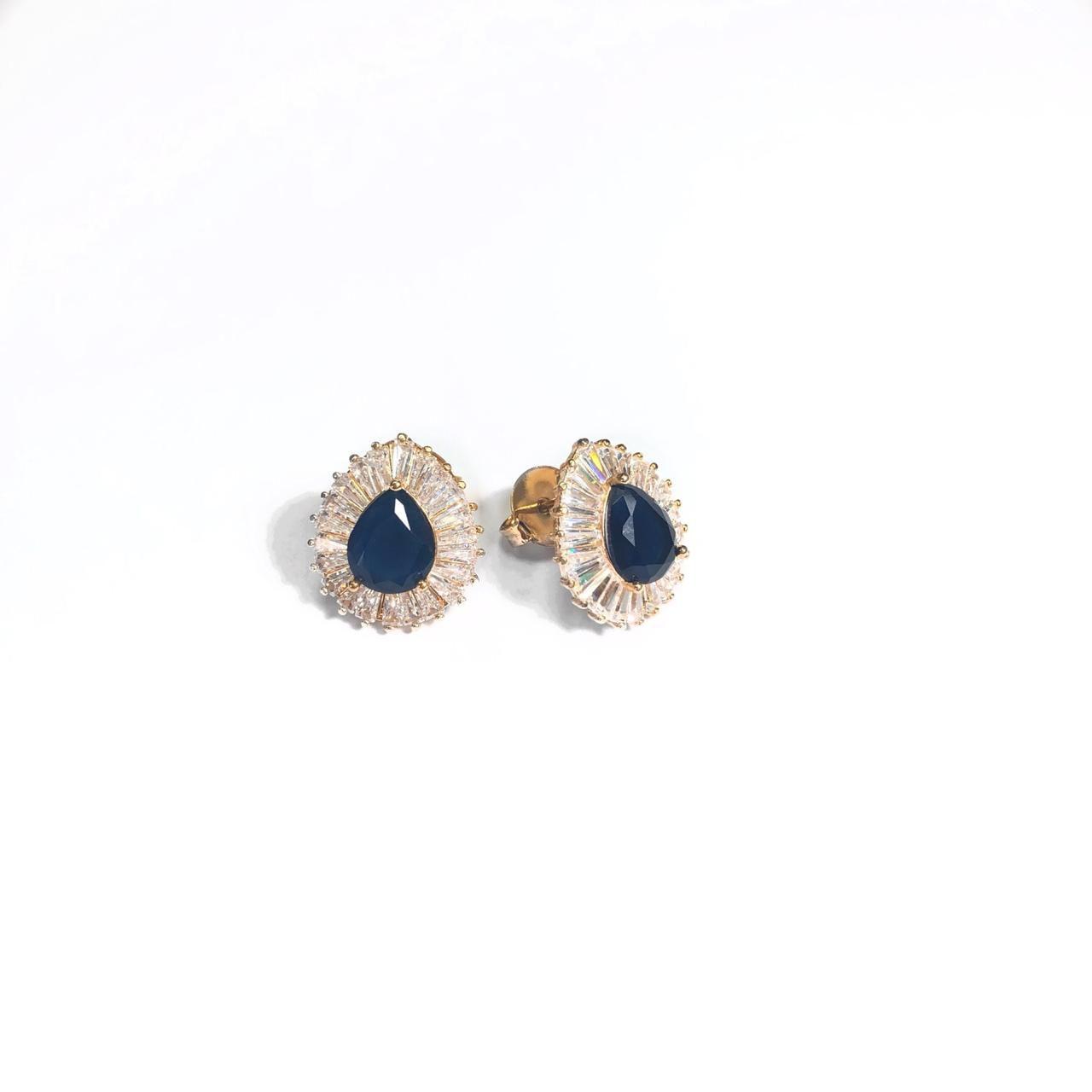 Brinco Gota Azul Borda Cravejada com Zircônias Branca Banho em Ouro 18k