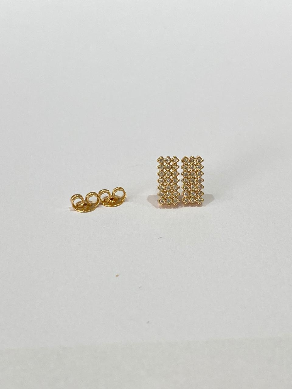 Brinco Pequeno Cravejado Zircônia Branca Banho em Ouro 18 k
