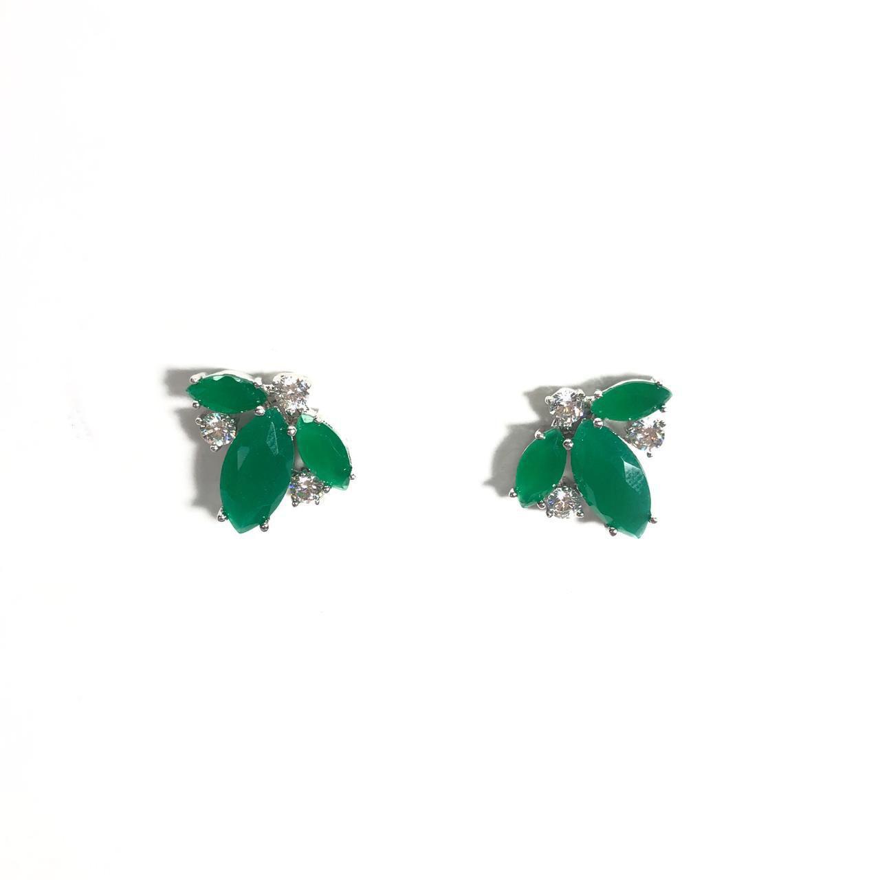 Brinco Verde Detalhes em Zircônias Branca Banho em Ródio