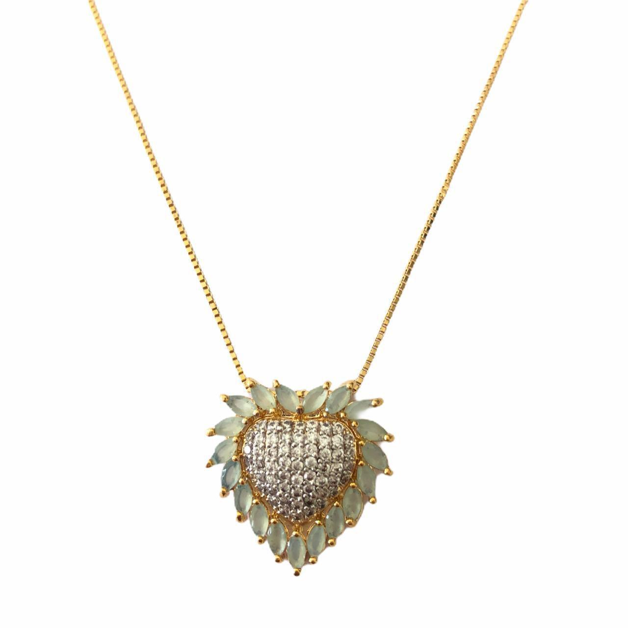 Colar Coração Cravejado em Micro Zirconias e Pedra Verde Clara Banhado em Ouro 18k