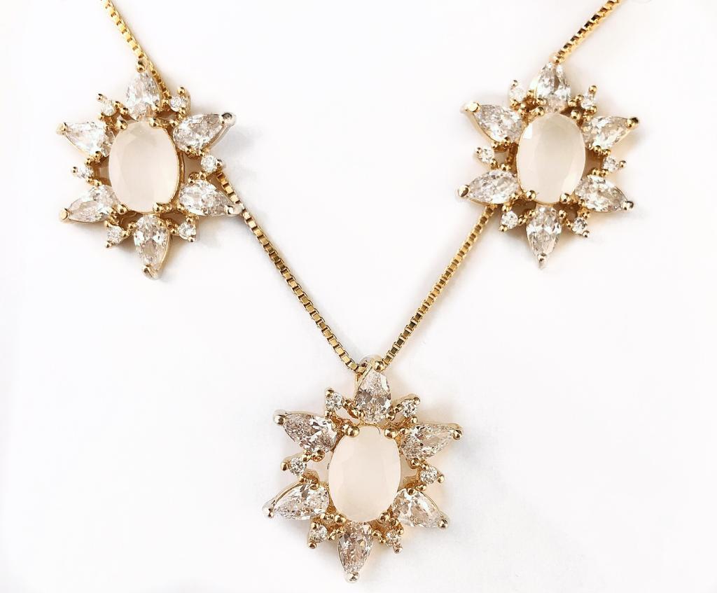 Conjunto Estrela Cristal Pedra Opaca Zirconias Brancas Banhado em Ouro 18k