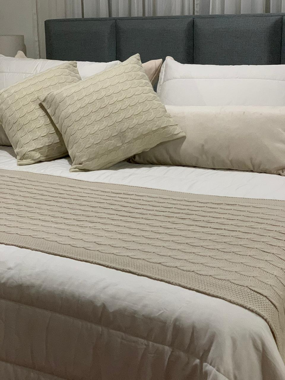 Peseira Tricot Clássica bege king 2,60x60 Paloma Home