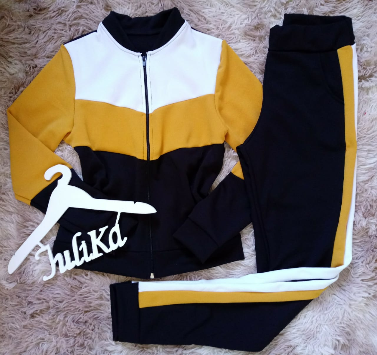 Conjunto de Malha Crepe amarelo com preto Ref. 7081