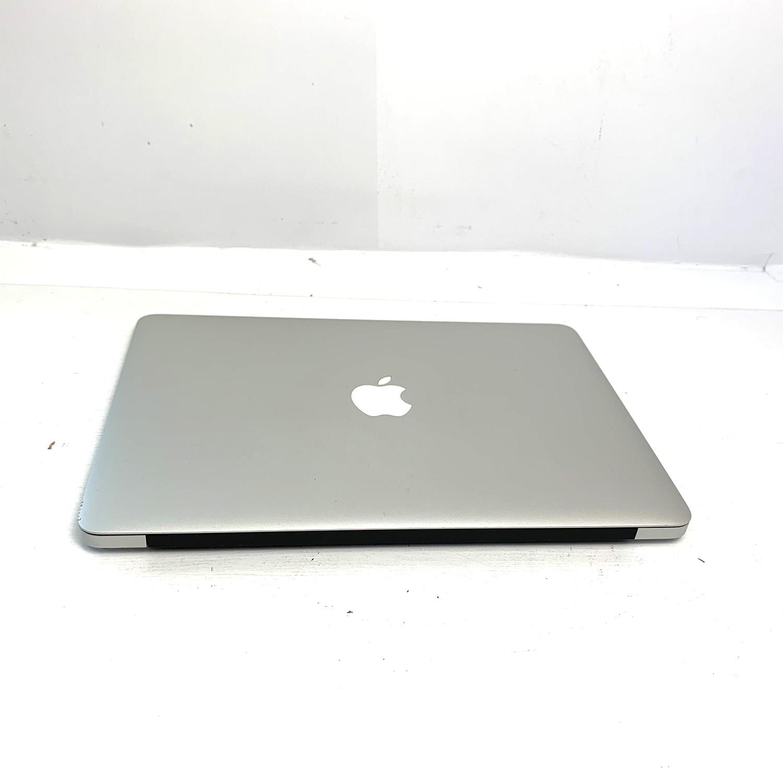 Macbook Air 13 i5 1.3Ghz 4GB 256GB SSD MD760LL/A Seminovo