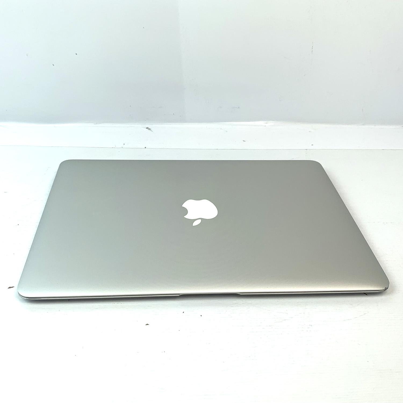 Macbook Air 13 i5 1.8Ghz 8GB 256GB SSD MQD32LL/A Seminovo