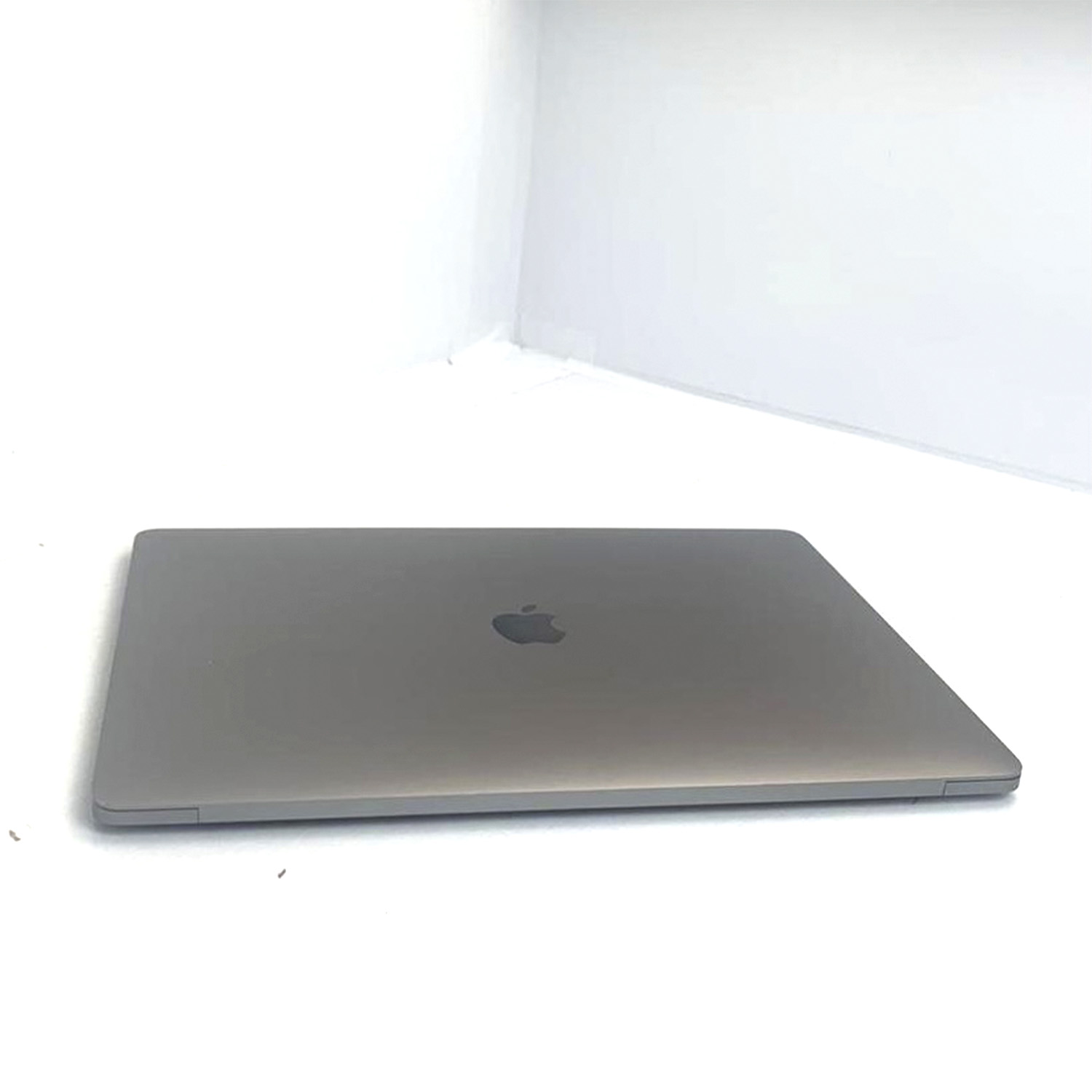 Macbook Pro 15 Silver i7 2.2Ghz 16GB 256GB SSD MR932LL/A Seminovo