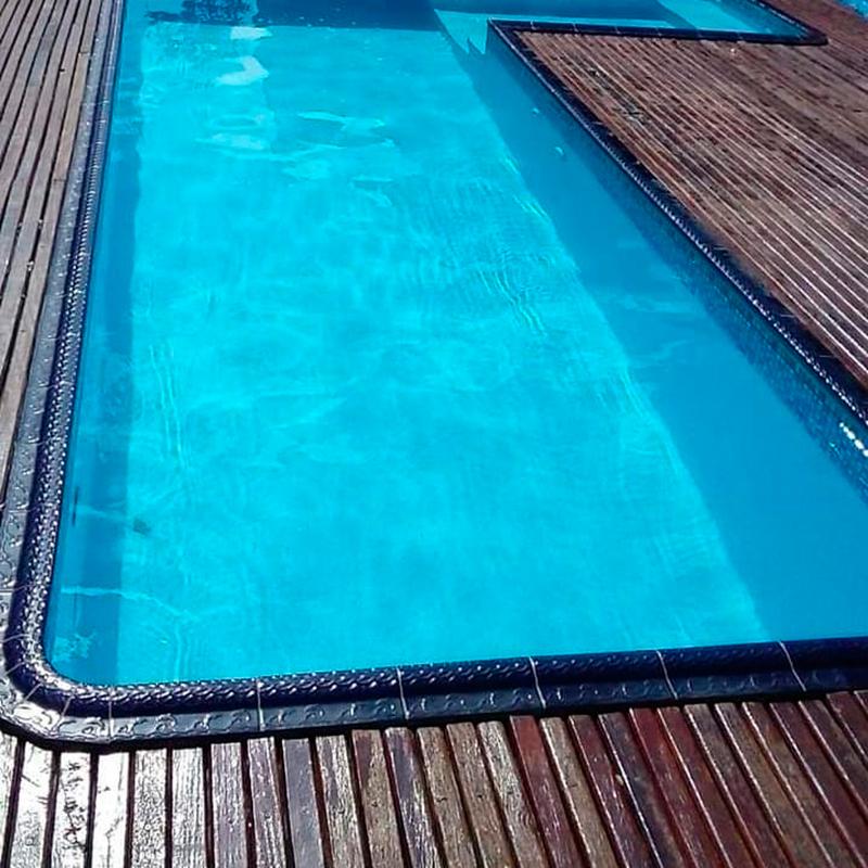 Borda de Piscina 12x25 Mosaico Azul Brilhante
