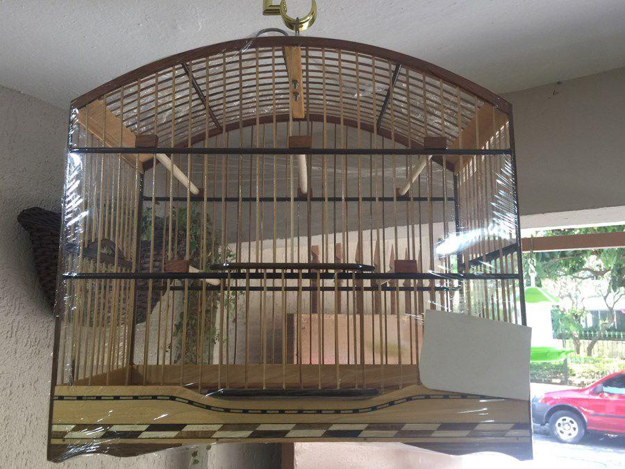 Gaiola para Passeio de Coleira em Marfim Marchetada