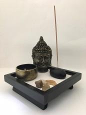 Jardim Zen com Incensário e Castiçal