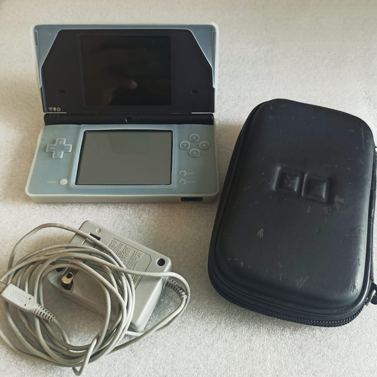 Console Nintendo DSi + Case + Capa - USADO