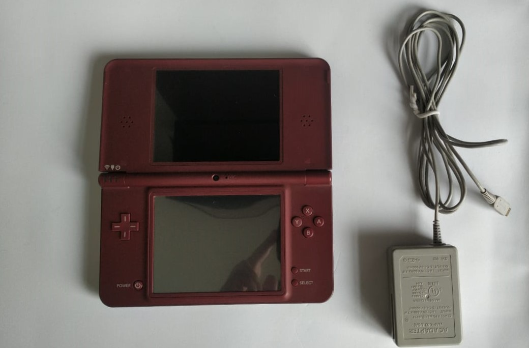 Console Nintendo DSi + New Super Mario Bros. - Usado