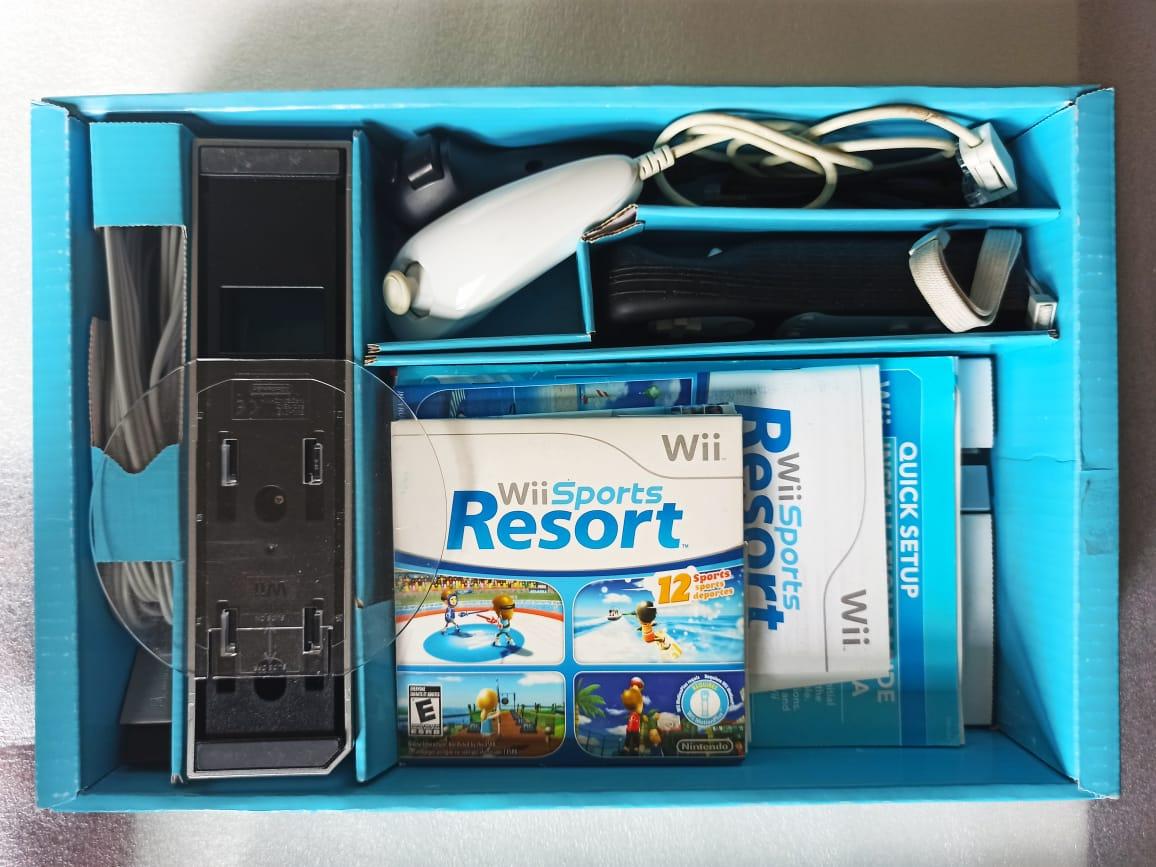 Console Nintendo Wii + Wii Sports + Wii Sports Resorts - Preto - USADO
