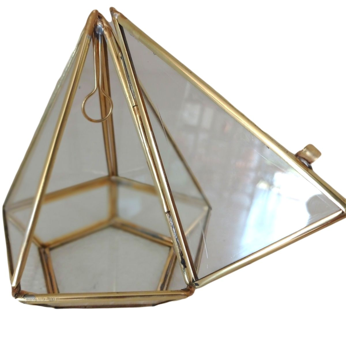Terrário Pirâmide Base Quadrada com Portinha Dourado