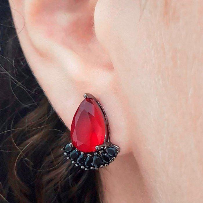 Brinco Longo Gotas de Cristal Rubi bordada de Zircônia Negra
