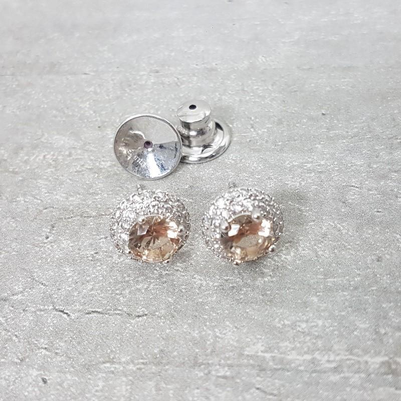 Brinco Redondo Cravejado em Ródio Branco com Zircônia e pedra Cristal Morganita