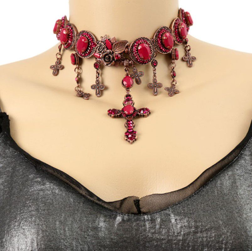 Choker Dourado envelhecido Crucifixo Cristal vermelho