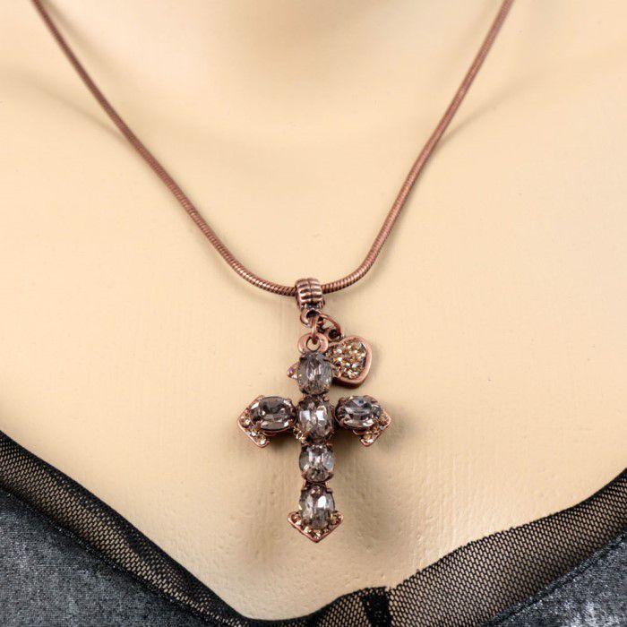 Colar Dourado Envelhecido com Pingente Crucifixo