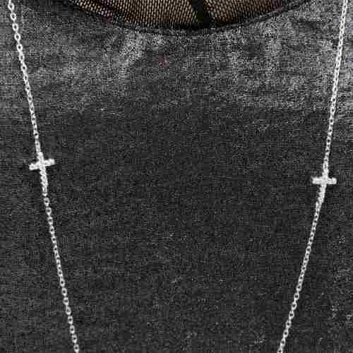 Colar Prata com Mini Crucifixo Cravejado em Zircônia Branca